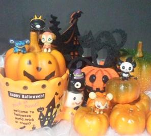 かぼちゃの上で遊ぶリブリーたち.jpg